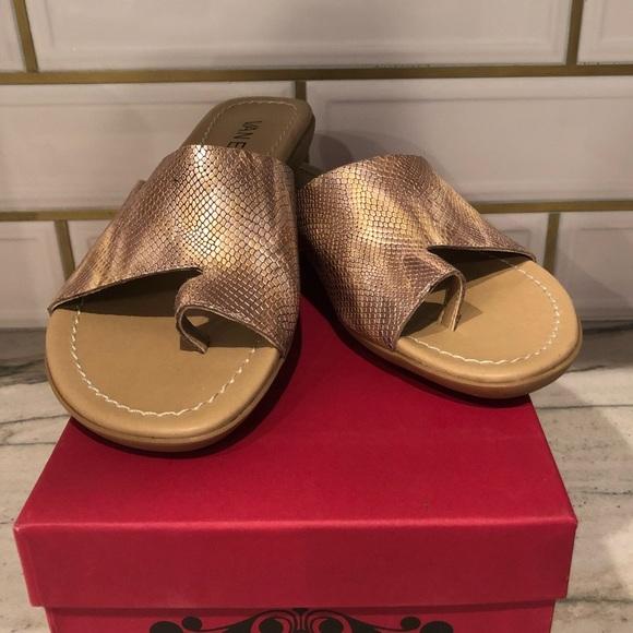 5ff33a0d384 Metallic sandal by Vaneli